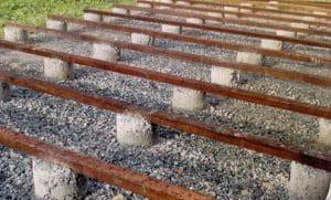plots en béton pour terrasse bois exotique